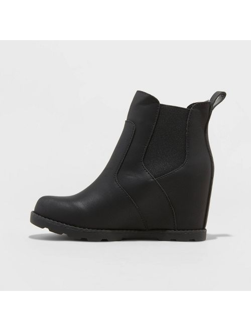 Women's Cassie Faux Leather Wedge Booties - Universal Thread™