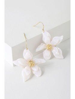 Riya Gold and White Flower Earrings