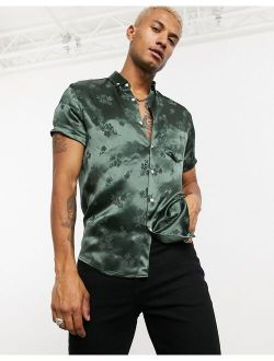 stretch satin muscle shirt in green floral jacquard